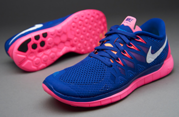royal blue and pink nike free runs